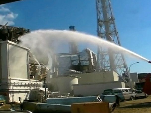 """Рівень радіації навколо """"Фукусіма-1"""" в 1600 разів вище норми: над реакторами - стовпи диму"""