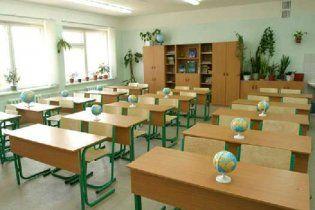 Суд зупинив ліквідацію україномовних шкіл на Донеччині