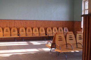 На Волині троє юнаків зґвалтували безпритульну в залі очікування