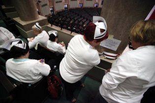 Польські медсестри влаштували голодування прямо у парламенті