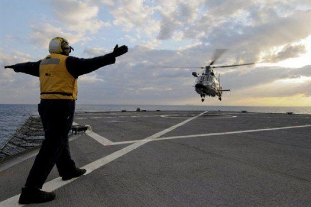 """НАТО пообіцяло  бомбити Лівію """"дуже акуратно"""""""