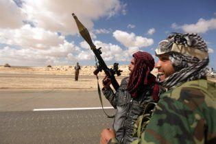 Ливийские повстанцы отбили город у военных Каддафи