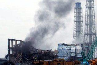 """З третього реактора """"Фукусіми"""" почав валити чорний дим"""