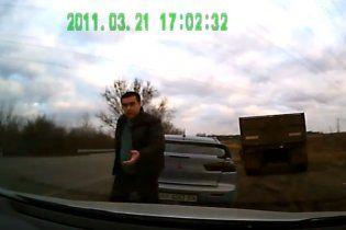 Гаишник с битой извинился и объяснил: водитель послал меня  на х...