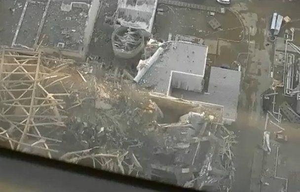 """На """"Фукусиме"""" распылят смолу, которая остановит радиацию (видео)"""