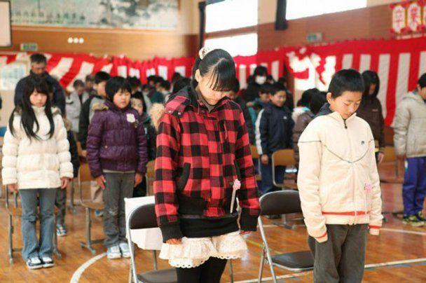 Японські школярі, які вижили під час землетрусу та цунамі, отримали атестати