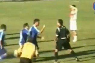 Футболісти побили арбітра до втрати свідомості (відео)