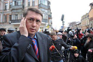 Пшонка набрехав за підписку про невиїзд Мельниченка - aдвокат