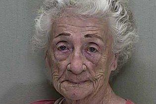 Закохана 92-річна бабуся розстріляла сусіда, який відмовився її поцілувати