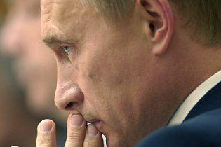 """Блогеры сняли на видео, как газоны """"кочуют"""" по России вместе с Путиным (видео)"""