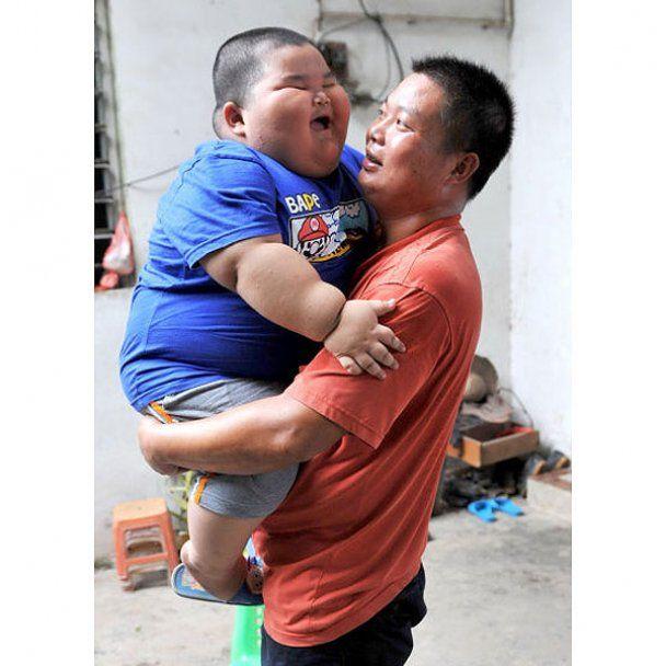 Трирічний китаєць, що важить майже 60 кг