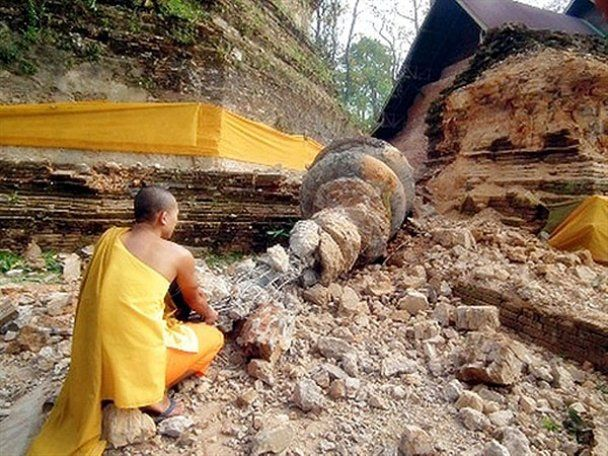 Землетрясение разрушило монастыри Мьянмы и Таиланда