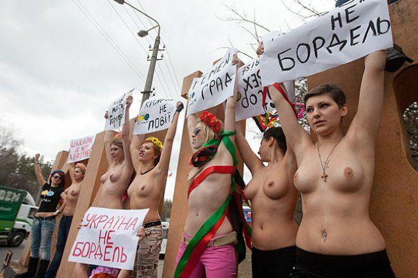 FEMEN топлес стал на защиту Киева от секс-туристов
