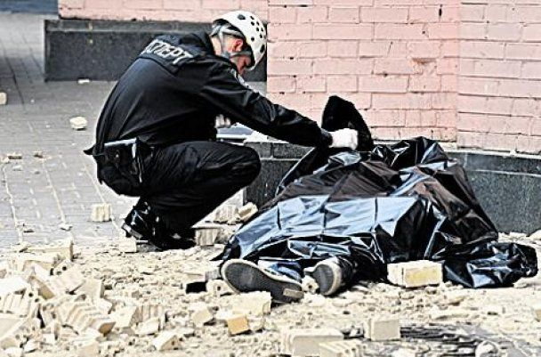 Парня, которого убило кирпичом в центре Киева, было 16 лет
