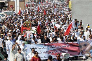 Війська Бахрейну розганяють демонстрантів кулеметними чергами