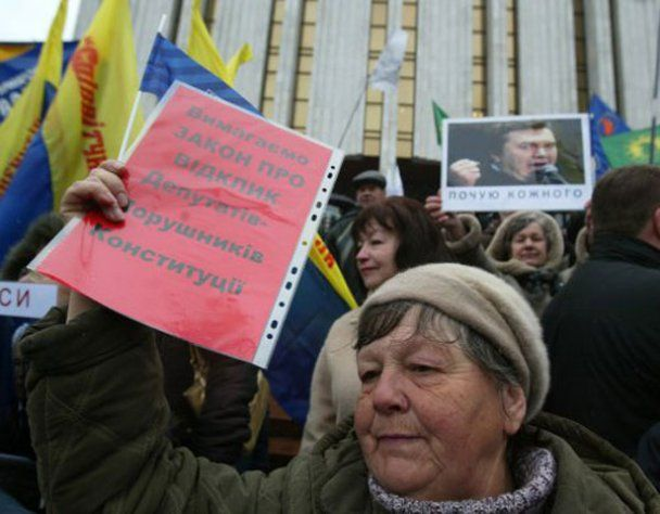 """""""Автомайдан"""" дав Януковичу місяць, щоб прибрати Азарова"""