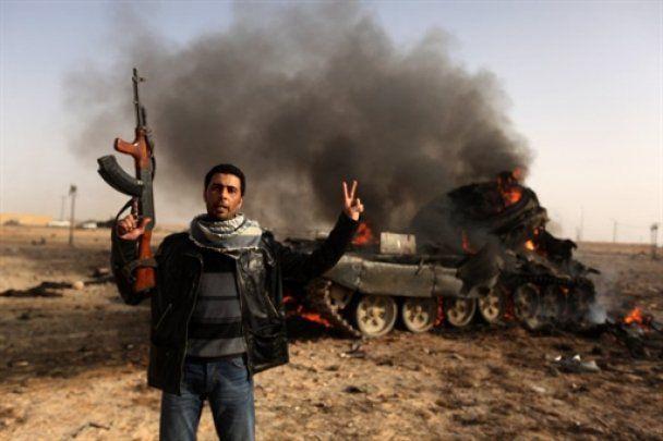Повстанці відбили у військ Каддафі два ключових нафтових порти Лівії
