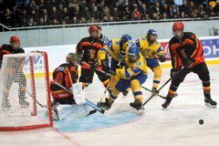Українські хокеїсти розпочали домашній чемпіонат світу з розгрому