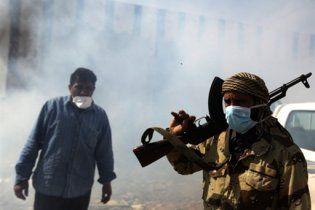 Франція таємно озброїла повстанців для повалення режиму Каддафі
