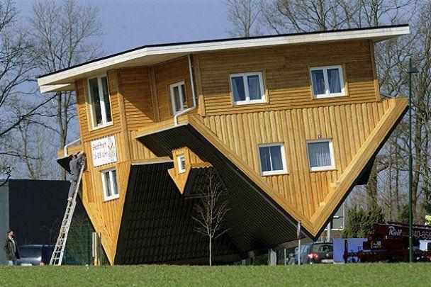 """""""Сумасшедший дом"""" вверх ногами в Германии"""