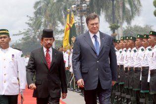 """Янукович довго тренувався вимовляти """"Бруней"""", щоб не оконфузитися"""