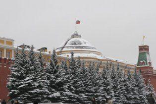 Жінку, яка біля Кремля вимагала зустрічі з Мєдвєдєвим, вмовили виїхати