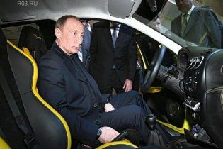 "Путин поехал к Медведеву на ""Ё-мобиле"", но отметил: ""Название, конечно..."""