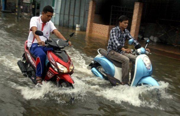 Кількість жертв аномальної повені в Таїланді зростає