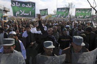 В Афганистане манифестанты сожгли чучело Обамы