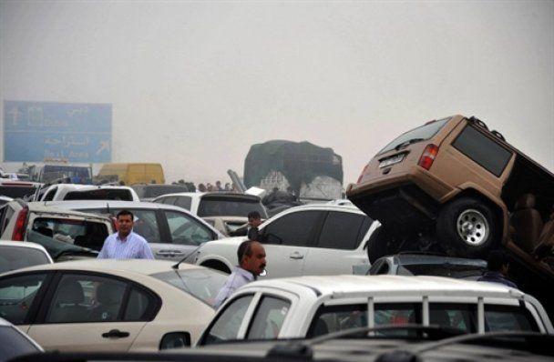 В ОАЕ зіткнулися відразу 127 машин