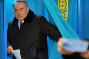 Назарбаєв лідирує на виборах президента Казахстану
