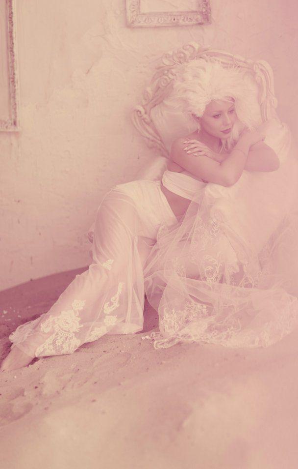 Тина Кароль во второй раз стала невестой