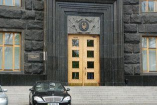 Кабмин отремонтирует мерседесы на 2 миллиона гривен