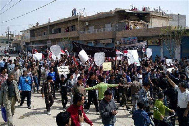 В столице Сирии массовые протесты, полиция бьет демонстрантов дубинками