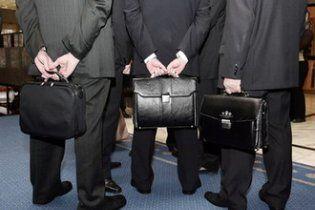 Декларации о расходах чиновники будут подавать с 2012 года