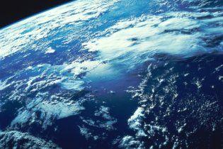 Озоновый слой над Арктикой сократился почти вдвое