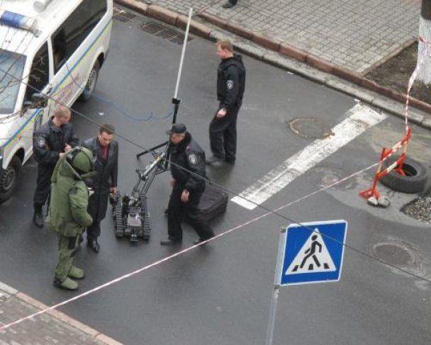 У центрі Києва перекрили вулицю через повідомлення про бомбу