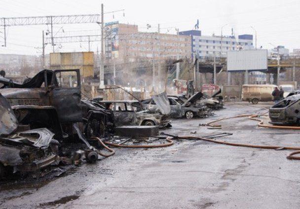 Адское ДТП в России: бензовоз врезался в столб и сжег 40 автомобилей (видео)