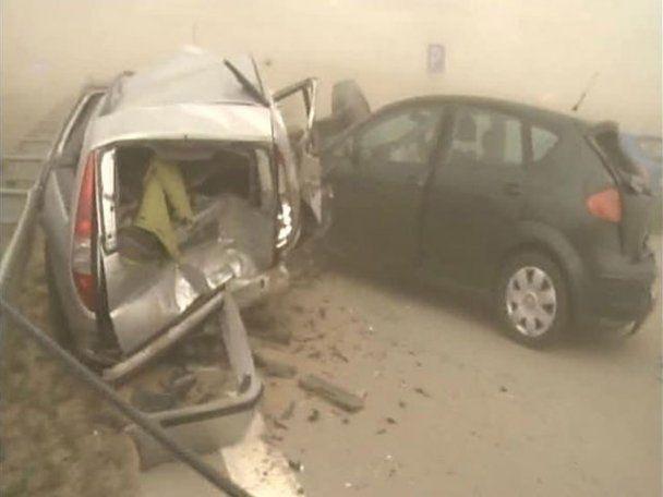 80 машин столкнулись на скоростной трассе в Германии: более сотни пострадавших