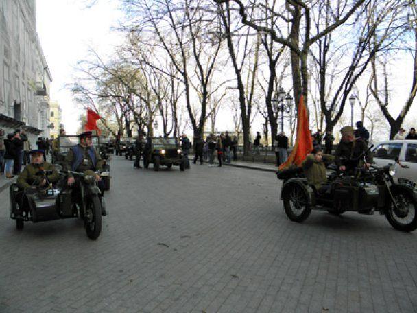 Одесою пройшли німці й червоноармійці з червоним прапором