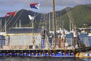 Британський пенсіонер перетнув Атлантичний океан на плоту із труб
