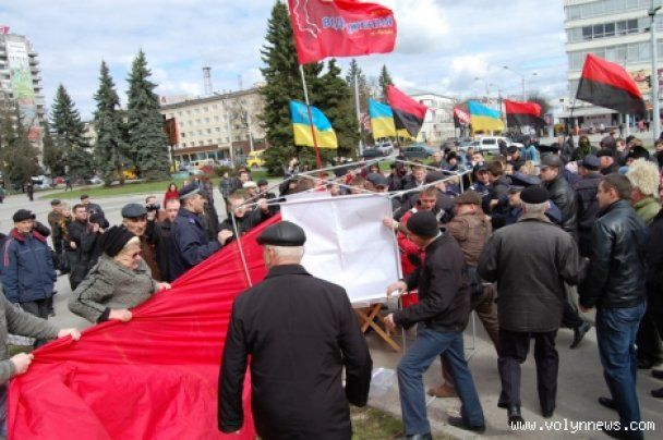 """З центру Луцька прогнали """"сталіністів"""" (відео)"""