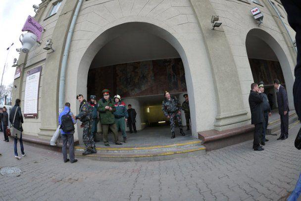 """Лукашенко наказав """"відрубати руки"""" всім, у кого знайдуть вибухівку"""