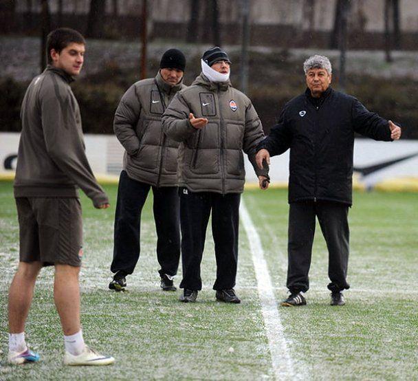 """Игроки """"Шахтера"""" тренировались под снегом и градом"""