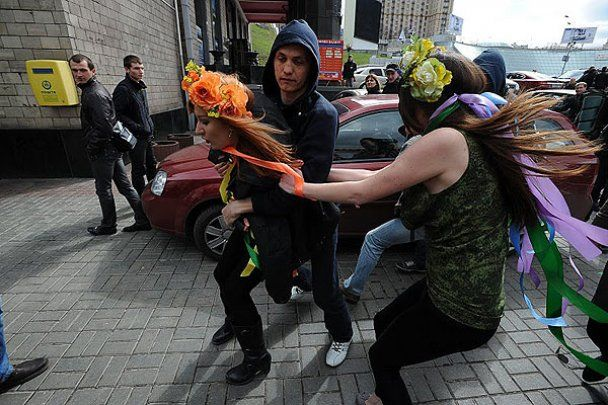 """FEMEN влаштував в центрі Києва """"Фашизофренію"""""""