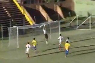 Воротар забив фантастичний гол з 80-ти метрів (відео)