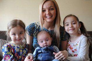 Женщина родила троих детей в одно и то же время - с точностью до секунды