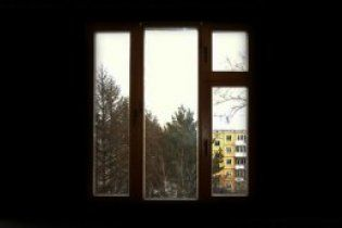 Подружжя наркоманів на очах у сина вистрибнуло з вікна