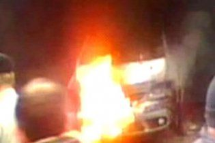 Палаючий автомобіль у центрі Мінська викликав паніку: люди злякалися нового теракту