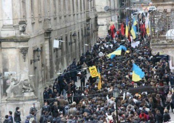 """Во Львове две тысячи студентов вышли на митинг """"Против деградации образования"""""""